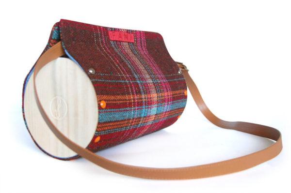 Bolsos de madera Bolso de lana y madera Redondo Nigra Lana con detalles a rayas