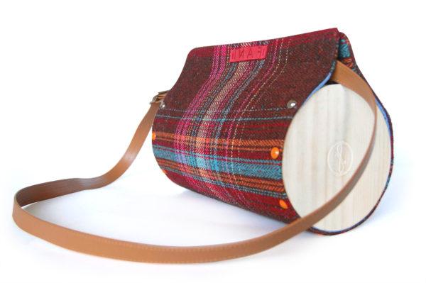 Bolsos de Madera Bolso de lana y madera modelo Nigra lana con detalle de rayas
