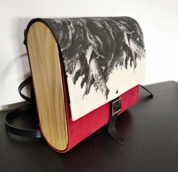 Bolsos de madera Mochila de tela y madera modelo Fractales Rojo