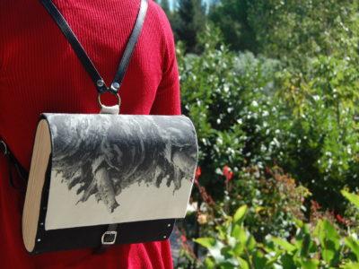 Bolsos de madera Mochila de tela y madera modelo Fractales Negro