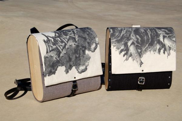 Bolsos de madera Mochila de tela y madera modelo Fractales Gris y Negra